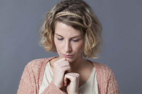 Duygular hakkında konuşmayı reddeden güvensiz insanlar her yerde