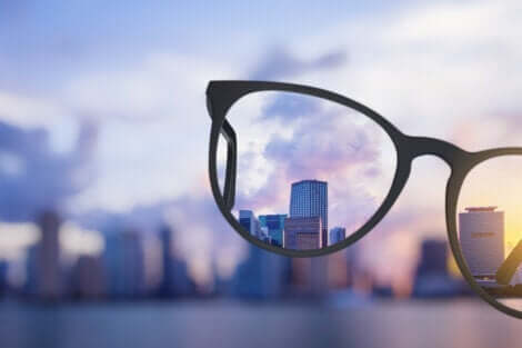 gözlükten görünen bina