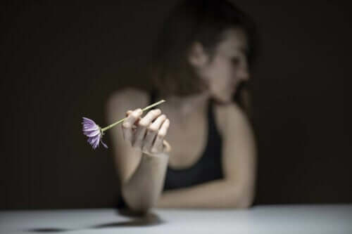 Kendinize zarar vermek istiyorsanız, acıyı normal bir şeymiş gibi kabul edin.