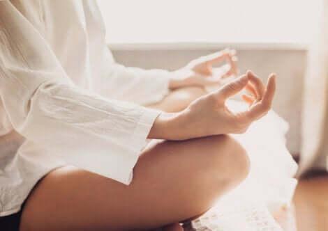 Meditasyon yapmak da günlük hayattan kaçış için harika bir yöntem