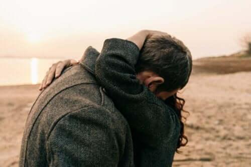 Kaşılıklı bir samimiyet durumu, birbirinize karşı savunmasız kalmayı kabul etmekle ilgili