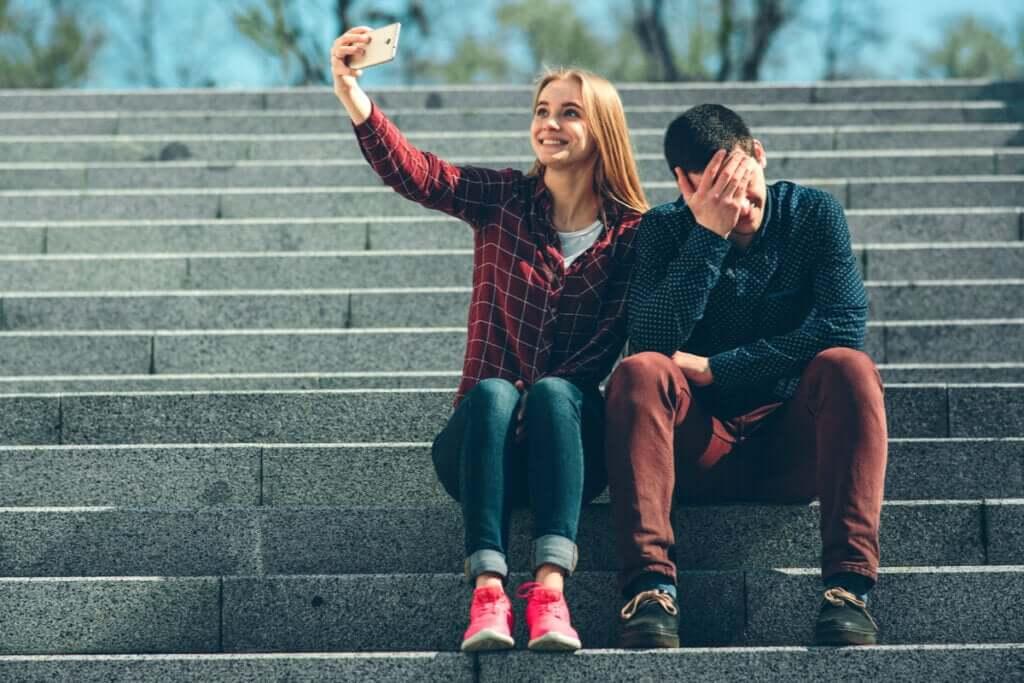 Sosyal Ağlar ve Patolojik Mesafe
