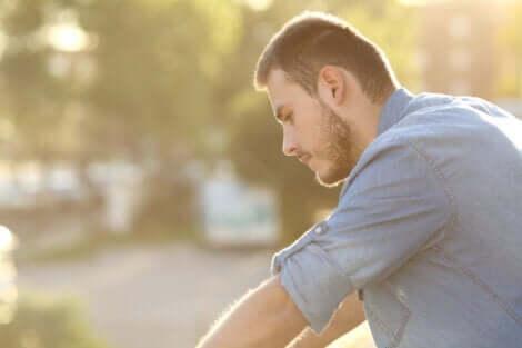 Güvensizlik duygusu ve düşük özsaygı durumu size ince bir ip üstünde yürüyormuşsunuz gibi hissettirir.
