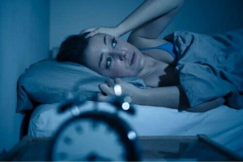 Gece kaygı durumu ve uyuyamayan bir kadın