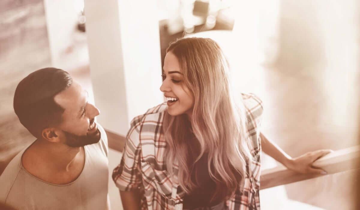 Birine güvenip güvenemeyeceğinizi başkalarının hakkında nasıl konuştuğuna bakarak anlayabilirsiniz.