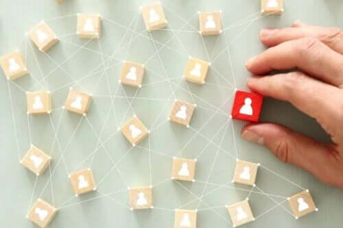 Kişiler arası bağlantıları temsil eden bir görsel.