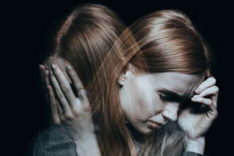 Duygusal acılarla boğuşmak.