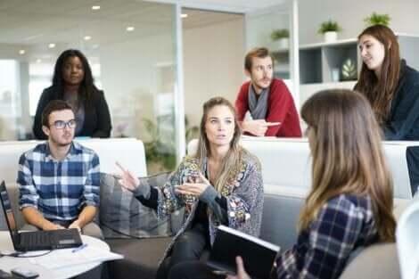 Sosyo-duygusal anlamda güçlü olmak, iş hayatında da size destek olacaktır.