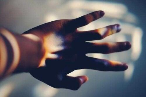 ışıklı bir el