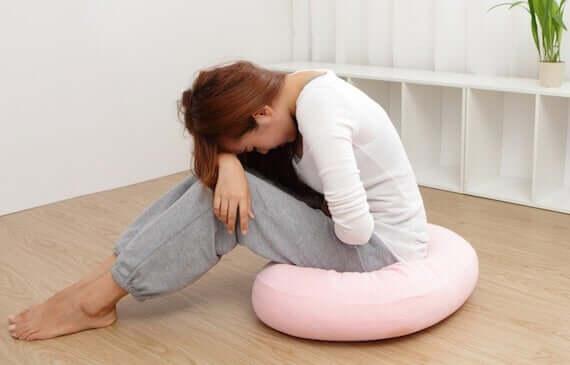 Premenstrüel Sendrom: Nedenleri, Belirtileri ve Tedavisi