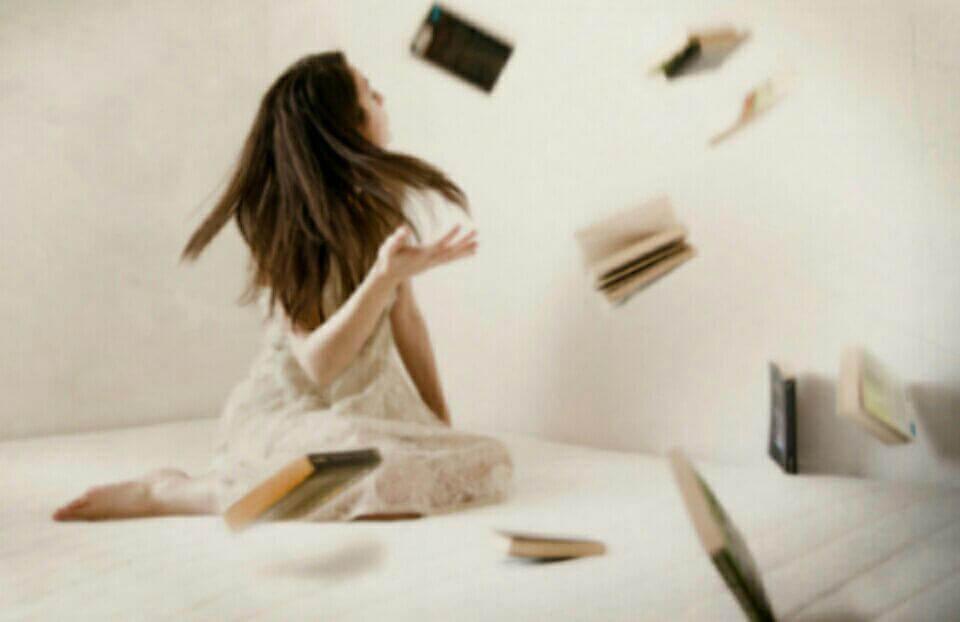 uçan kitaplar ve bir kız