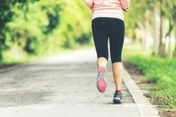 Endorfini artırmak için jogging yapmak.