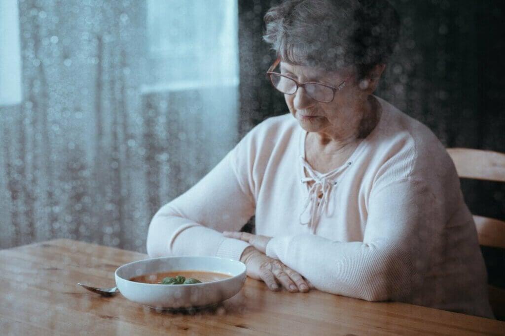 yaşlı bir kadın ve iştah kaybı