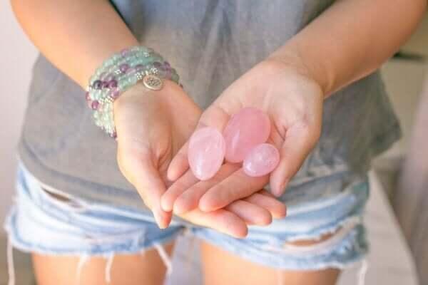 Yumurta şeklindeki taşların kullanımı.