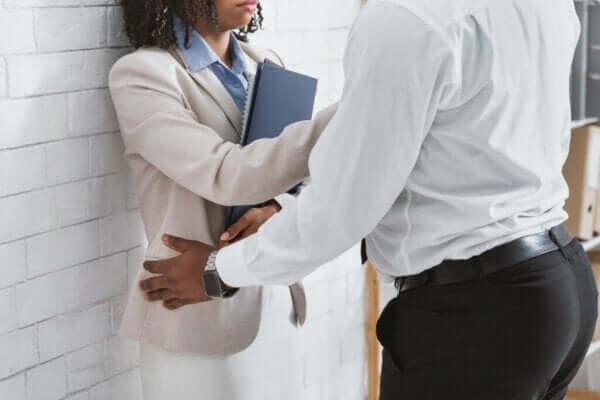 İşyerinde Cinsel Taciz: Ne Yapabilirsiniz?