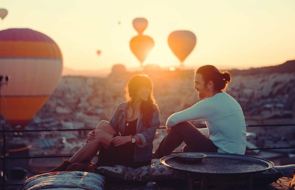 balonlar ve bir çift