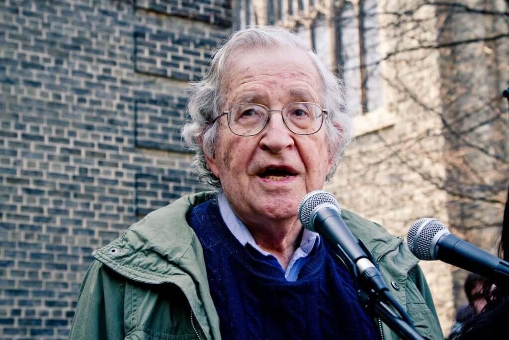 Noam Chomsky: Parlak Bir Zihnin Biyografisi
