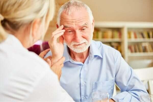 Alzheimer hastalığının beraberinde getirdikleri.