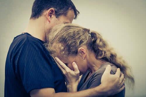Sırlar, İnkar ve Bağımlı Aileler