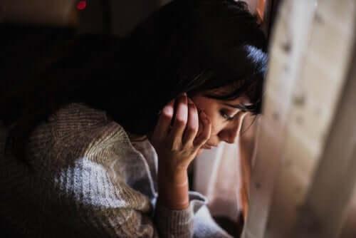 duygusal bir kadın