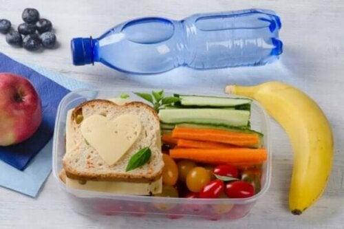 Sağlıklı bir öğle yemeği.