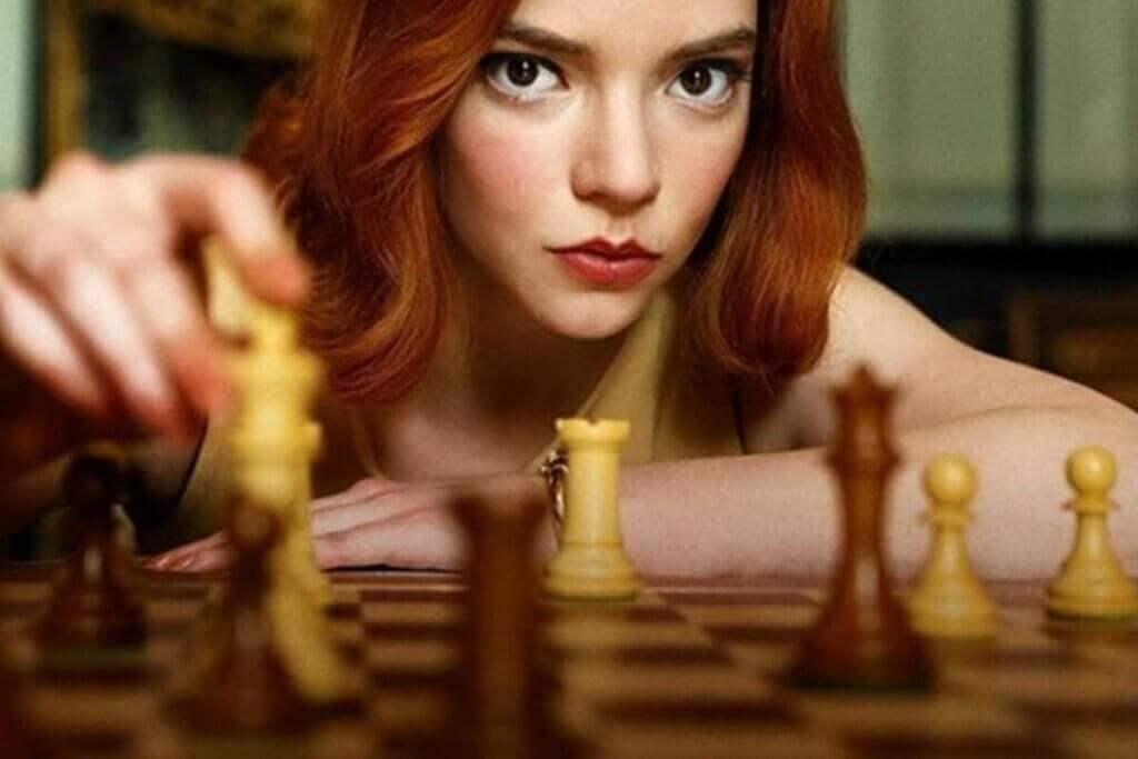 satranç oynayan bir kız