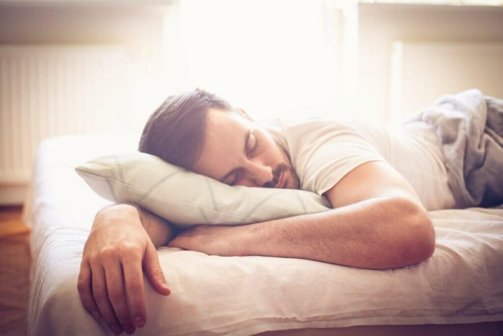 Uyku sarhoşluğu ile mücadele edebilmek.