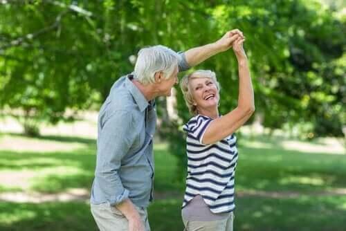 Yaşlılar da dans eder.