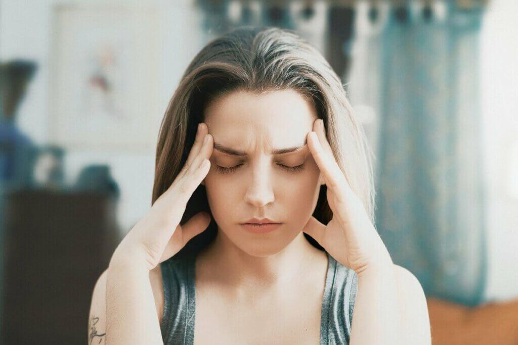 Kapalı gözler stres çeken kadın