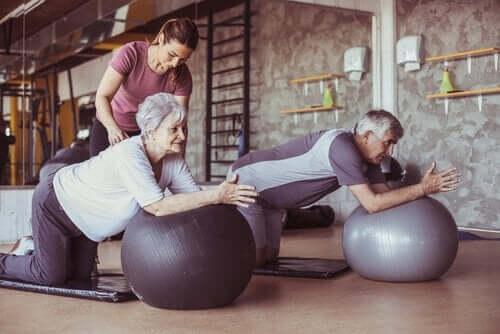 Yaşlılar için pilates.