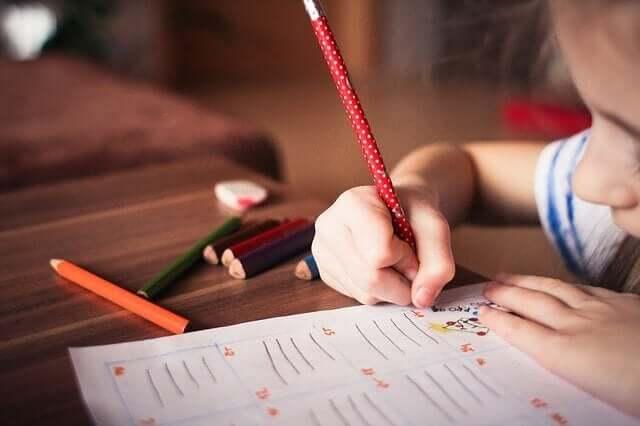 Çocuklar için renkli uygulamalar.
