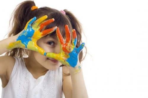 Çocuklar için sanat terapisi.