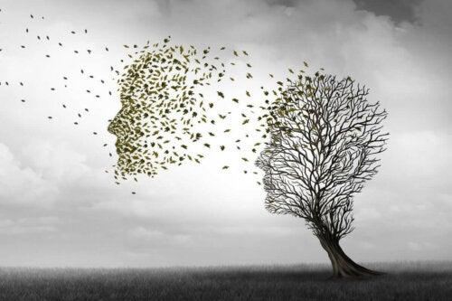kafa şeklinde ağaç ve uçuşan yaprakalr