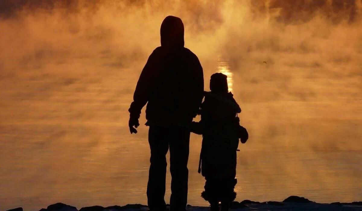 ebeveyn ve çocuk silüeti