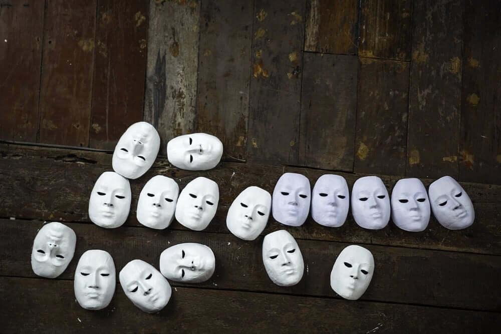beyaz maskeler