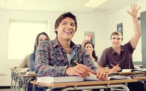 ders dinleyen mutlu öğrenciler
