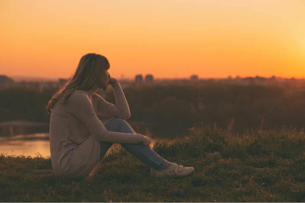 oturup gün batımını izlemek