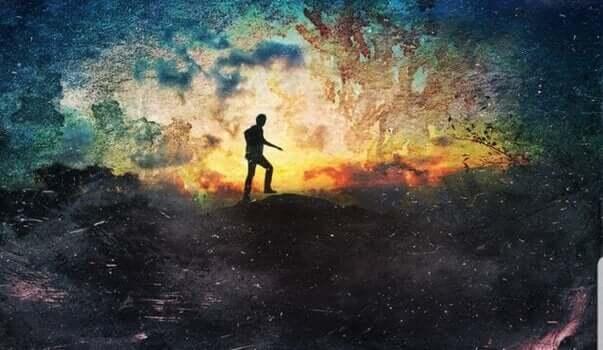ışığa yürüyen adam
