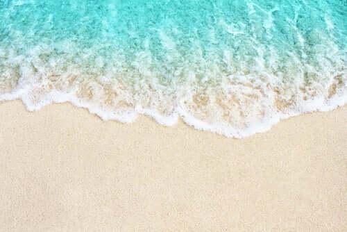 kıyıya vuran dalgalar