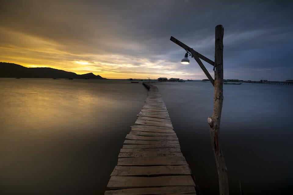 su üstünde ince köprü