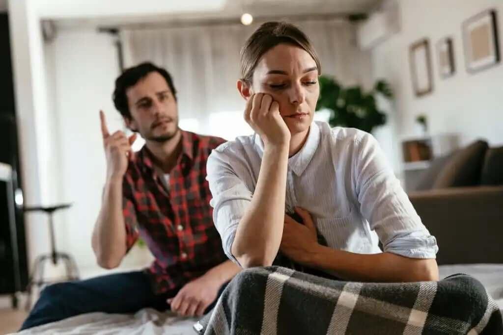 bağıran adam ve üzgün kadın