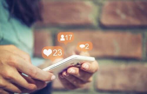 sosyal medyada beğeni ve yorumlar