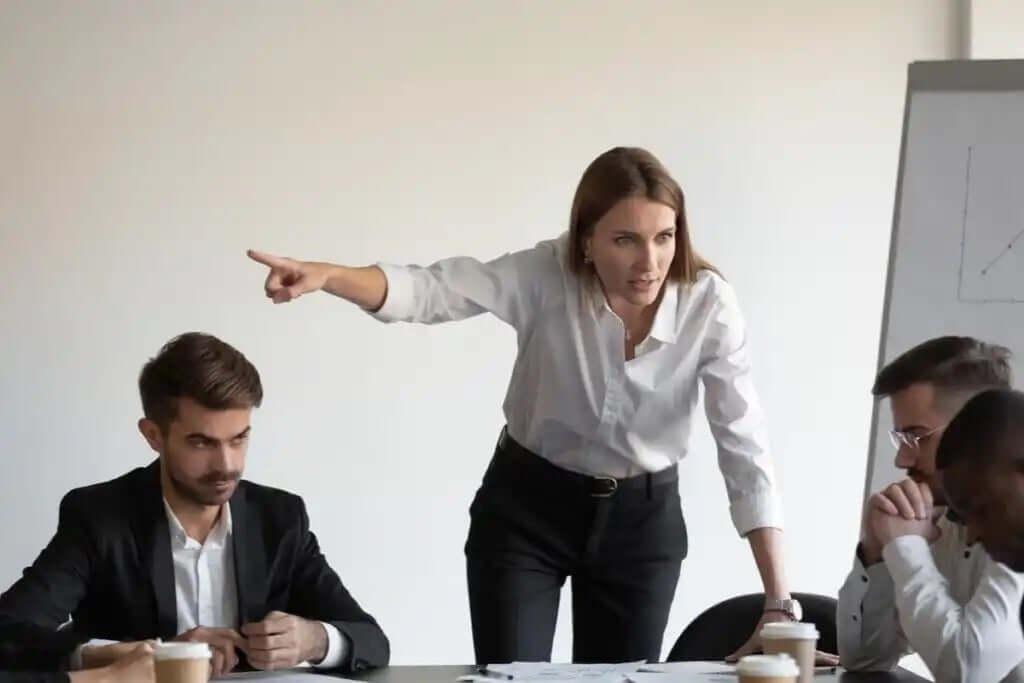 toplantıda çıkan kavga